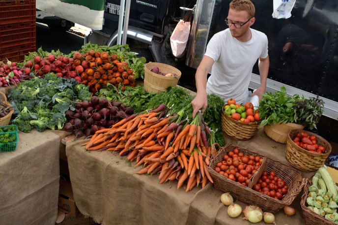 Escape the summer heat in Show Low and support local farmers and artisans at the Main Street Farmer's Market & Art Walk every Saturday in August from 9a – 1pm.